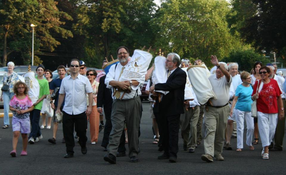 torah-procession-2