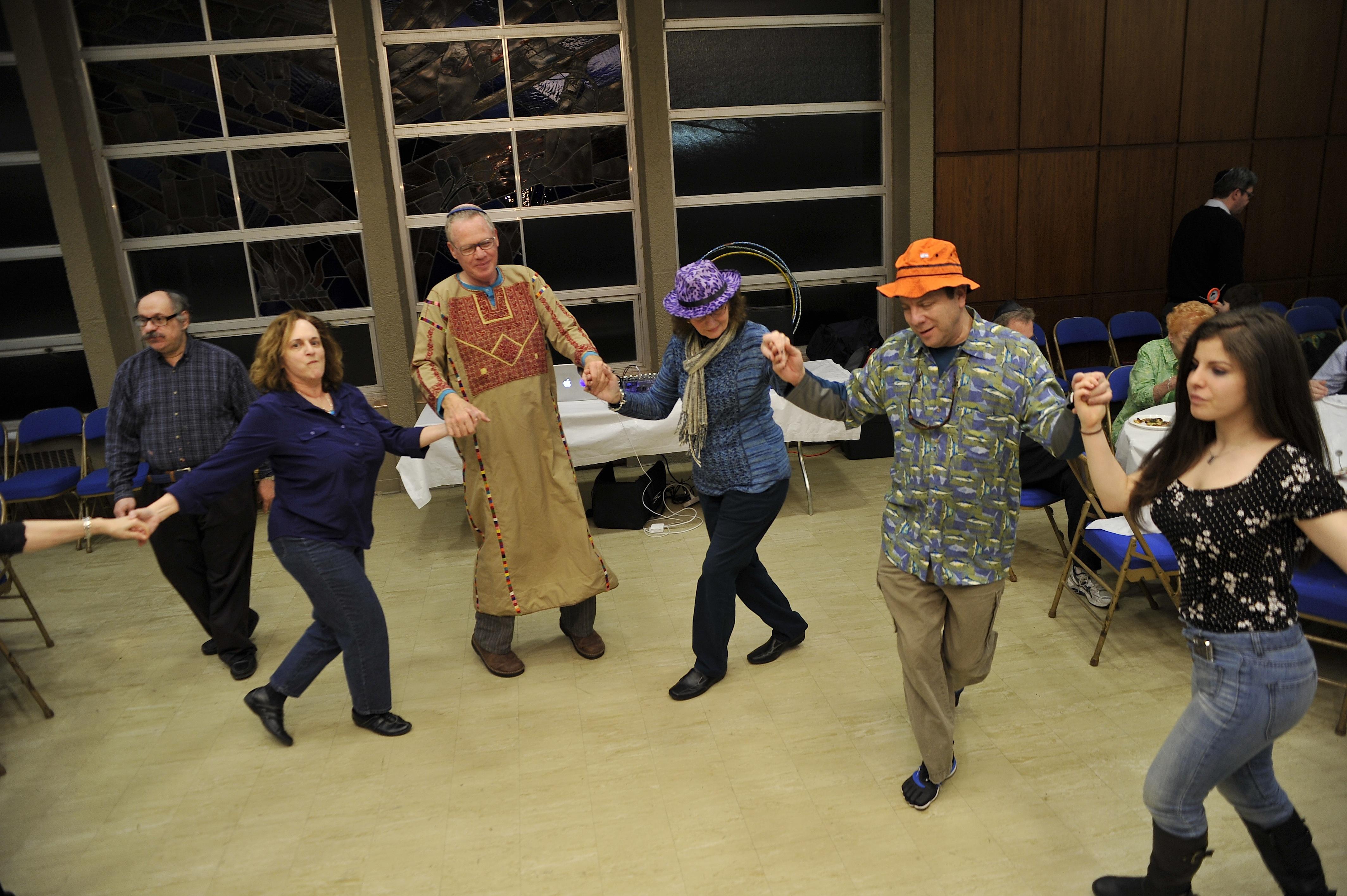 Purim-dancing