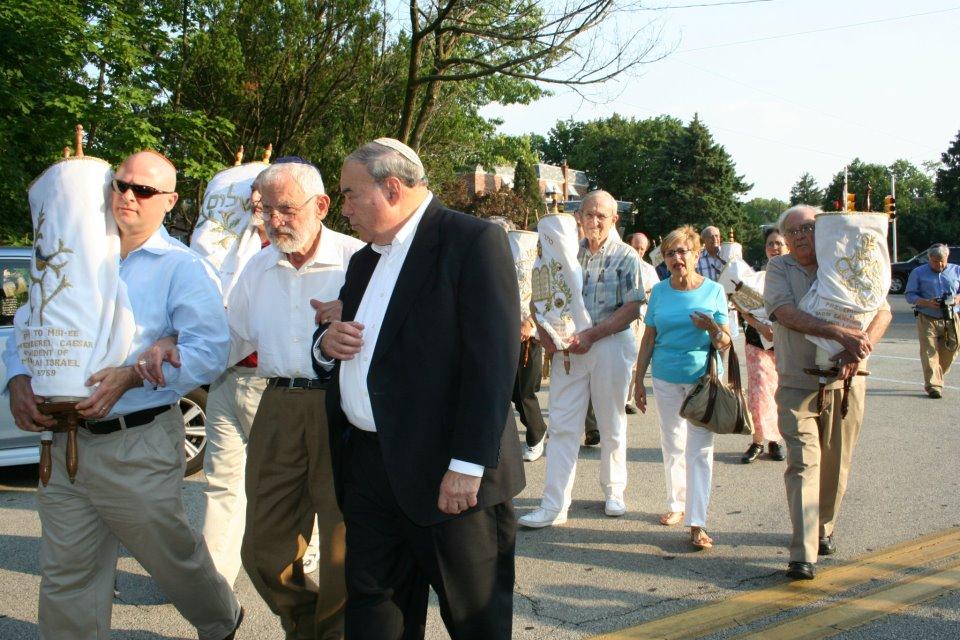 Members-with-Torahs2